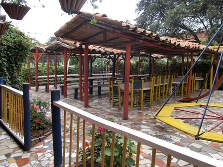 Restaurante-Bar-El-Cerro-Paisa-Zipaquira-Colombia-12