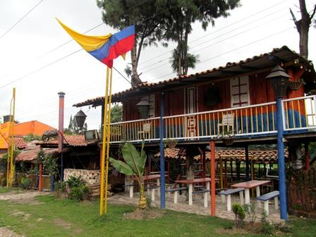 Restaurante-Bar-El-Cerro-Paisa-Zipaquira-Colombia-3